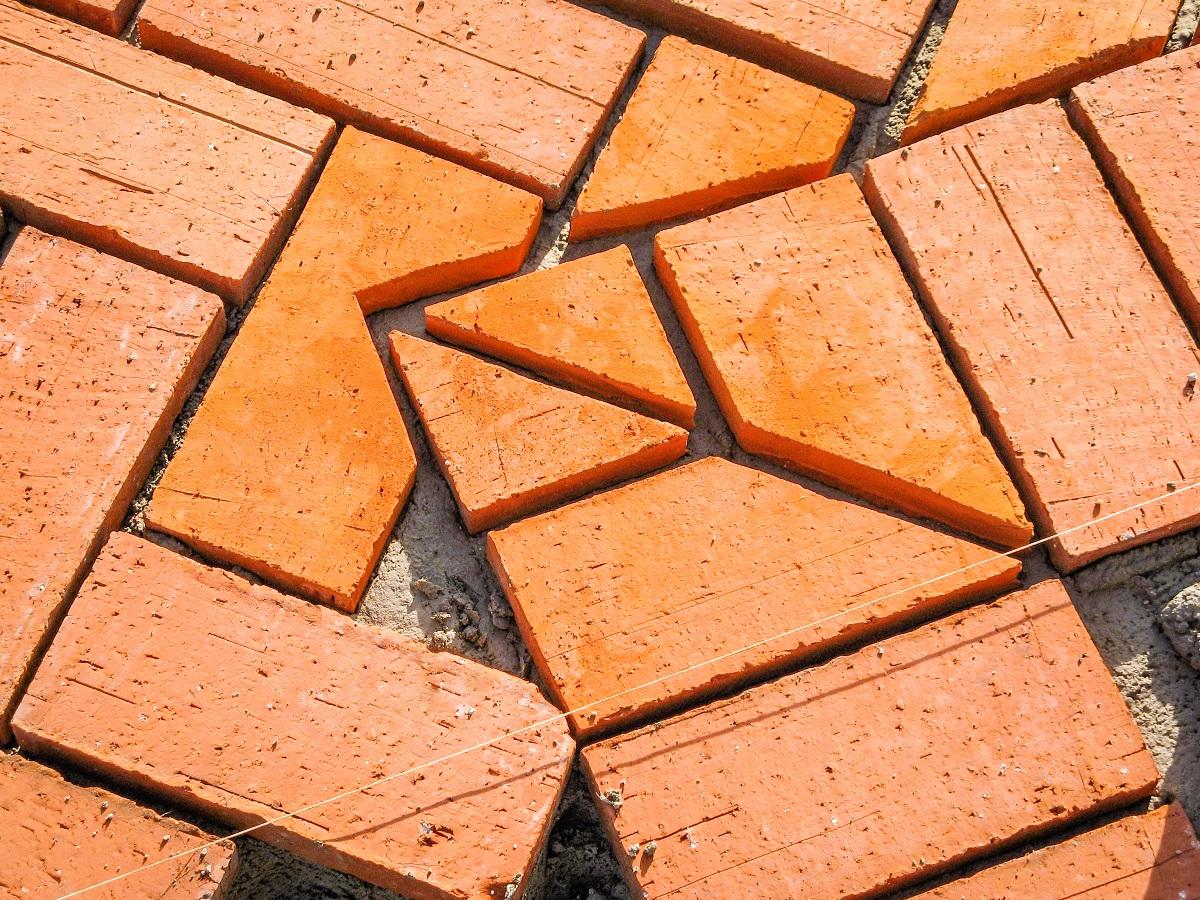 Klinkerio plytelių panašumai prieš betono trinkeles